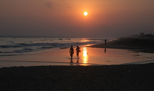 puri beach is a famous destination where you can enjoy with your valentine this season each time of the day on this beach is awesome and with early sunrise - Places To Go On Valentines Day