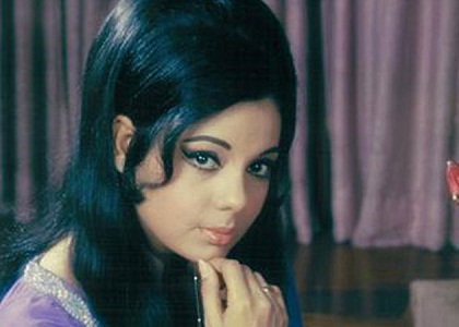 Top 10 most beautiful bollywood actresses of old time for Old indian actress photos