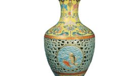 Vase of Qing Dynasty
