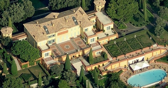 next among the biggest homes in the world is the private estate called villa leopolda which is located at a beautiful beach in the south of france - Biggest House In The World 2013
