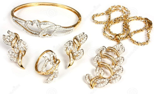 Top 10 best diwali gifts ideas for wife or girlfriend world blaze as we all know diamonds are a girls best friends which make it imperative to gift your special woman a piece of diamond or gold jewelry as a diwali gift negle Gallery