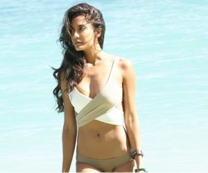 Top 15 Beautiful Bikini Girls of Bollywood 2017