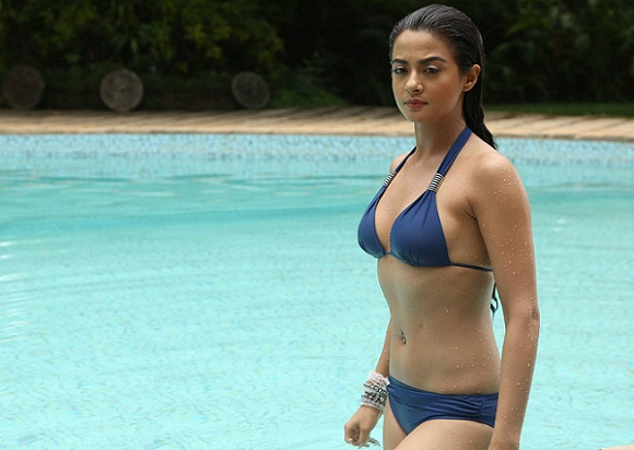 bikini beautiful actress pictures