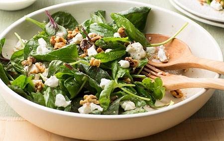 Leafy Salad with Walnuts